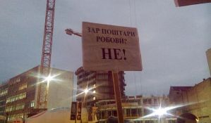 Žute trake zbog diskriminacije na protestu zaposlenih u Pošti u Novom Sadu