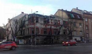 Zgrada u centru Novog Sada propada čekajući restituciju