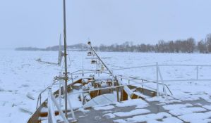 Posao ledolomcima otežavaju sante duge nekoliko stotina metara