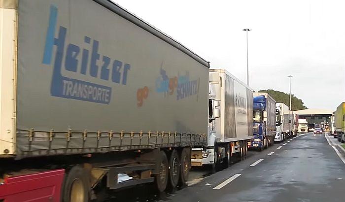 Kilometarske kolone kamiona na graničnom prelazu sa Hrvatskom