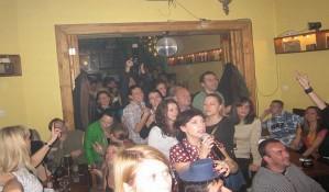 FOTO: Novosadski novinari pevali karaoke