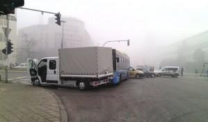 FOTO: Sudar autobusa GSP-a i kamiona u centru Novog Sada