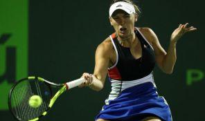 Voznijacki tvrdi da su njenoj porodici pretili smrću na turniru u Majamiju
