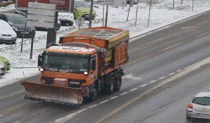 Saobraćaj u Novom Sadu redovan, popodne se očekuje novi sneg