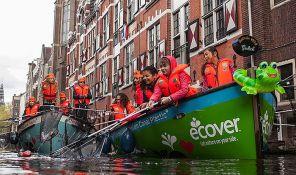 VIDEO: Turističke ture vađenja plastičnog otpada iz kanala Amsterdama