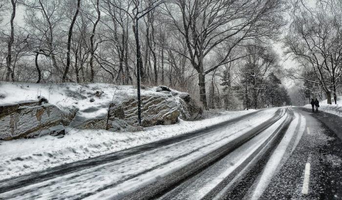 Sneg i u Lukovskoj Banji, u okolnim selima snežni pokrivač 10 centimetara