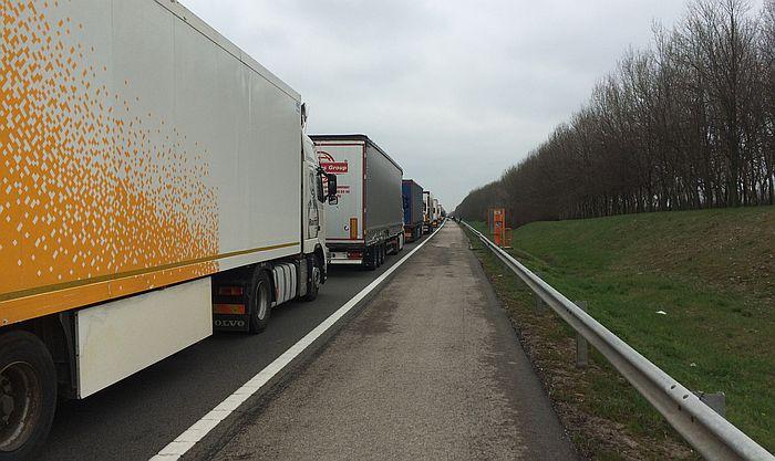Višesatna čekanja za kamione na granici