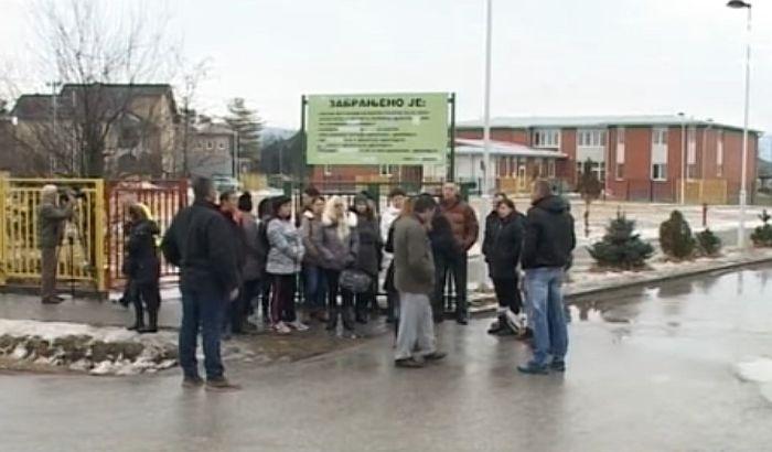 Roditelji protestuju zbog otpuštanja učiteljice, deca izostajala iz škole