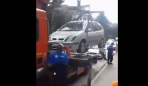 VIDEO: Građani Niša naterali pauka Parking servisa da spusti auto