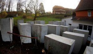 Ispred kuće ekstremnog desničara napravili memorijal holokaustu