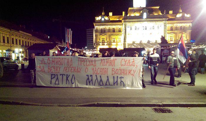 VIDEO: Protest u Novom Sadu zbog presude Ratku Mladiću