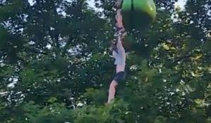VIDEO: Devojčica pala sa žičare, prisutni uspeli da je uhvate
