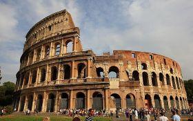 Pokušao da ureže imena porodice na Koloseum