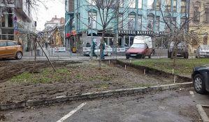 FOTO: Behaton staze na Trifkovićevom trgu