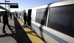 Putnike u vozu u Oklandu napalo i opljačkalo 60 tinejdžera