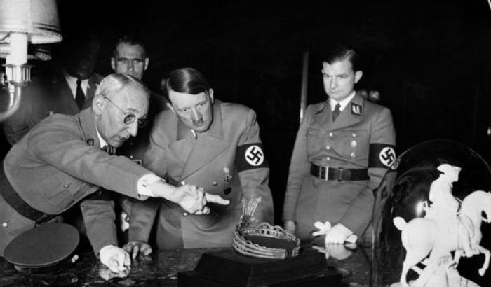 VIDEO: Hitlerova skulptura
