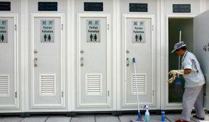 Dvoje kineskih učenika poginulo u gužvi u toaletu