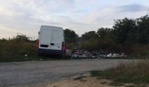 Fruška gora puna divljih deponija, građani bez pardona odlažu otpad kraj puta