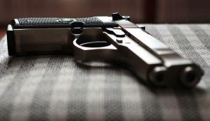 Mladić se slučajno upucao u glavu na Novom naselju, lekari se bore za njegov život