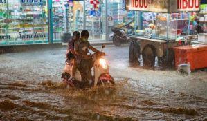 Skoro 600 ljudi poginulo u poplavama na jugu Azije