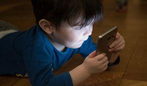 Društvene mreže ograničavaju emocionalni i socijalni razvoj dece na nivo trogodišnjaka
