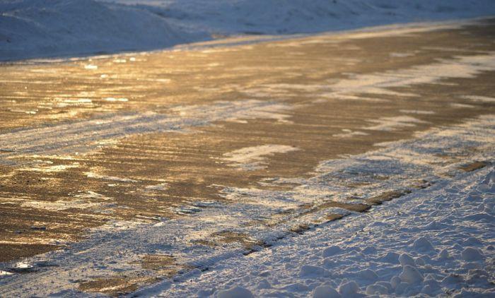 Moguća poledica na putevima, poneti zimsku opremu