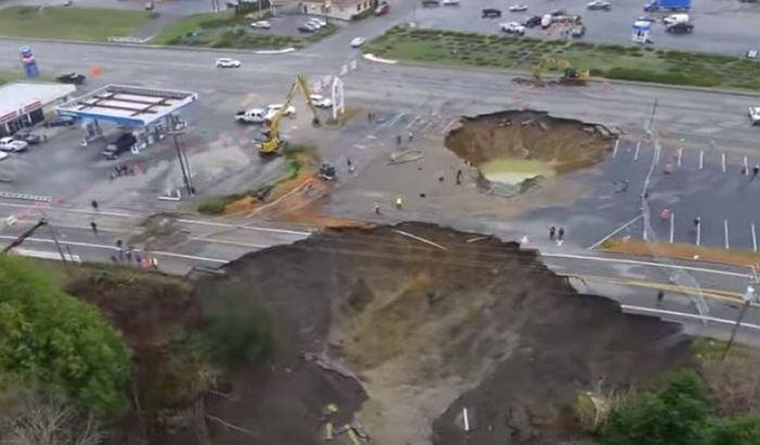 VIDEO: Ogromna rupa na putu u Oregonu