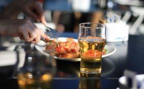 Mala čaša vina ili piva pomaže u oslobađanju kreativnosti