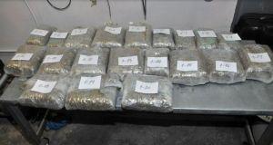 FOTO: U kolima novosadskih registracija pokušali da prošvercuju 30 kg marihuane