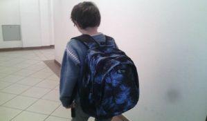 Deci i dalje preteške torbe krive kičmu, nadležni ne reaguju
