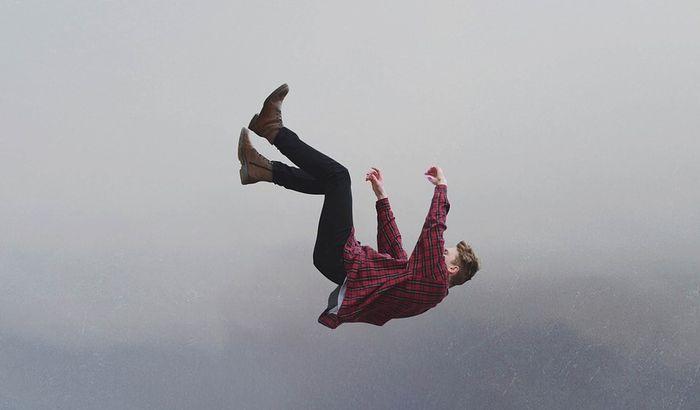 Šta znači kada sanjate da padate s visina?