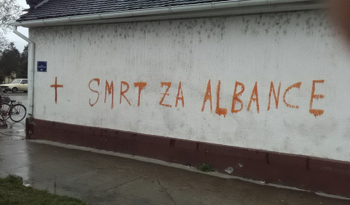 FOTO: Osuda ispisivanja antialbanskih grafita u Crvenki