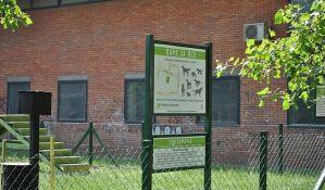 FOTO: Nova površina za istrčavanje pasa između muzeja u Dunavskoj