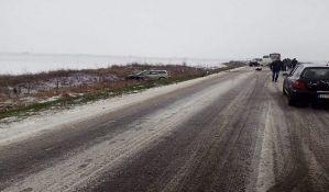 VIDEO: Dvojica povređenih u udesu na putu Bački Petrovac - Novi Sad