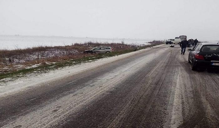 VIDEO: Udes na putu Bački Petrovac - Novi Sad, jedna osoba povređena