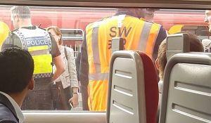 Putnici panično bežali iz voza zbog čoveka koji je naglas citirao Bibliju