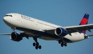 Avion prinudno sleteo da bi putnici išli u toalet
