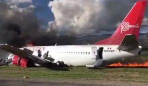 VIDEO: Avion se zapalio prilikom sletanja