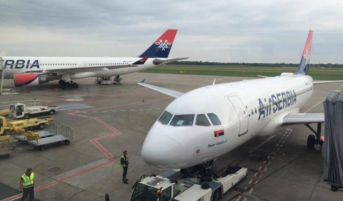 Er Srbija zabranila autističnom dečaku da putuje njenim avionom