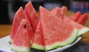 Zašto neki ljudi sole lubenicu?