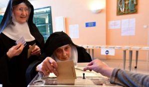 U Francuskoj do 17h glasalo 70 odsto birača