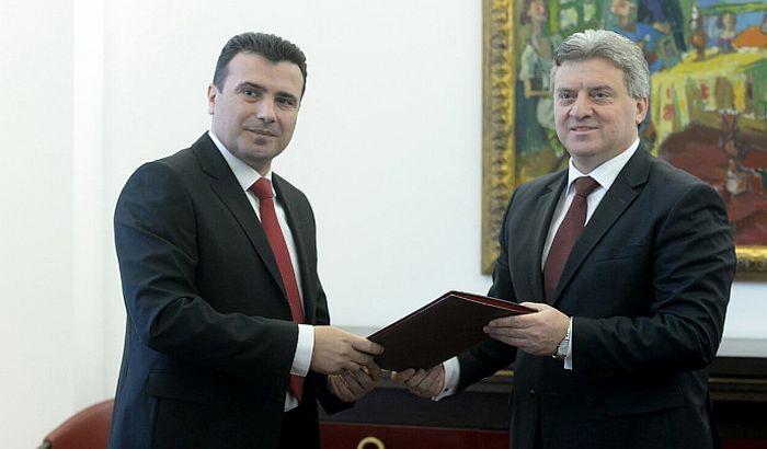 Ivanov uručio Zaevu mandat za formiranje vlade Makedonije