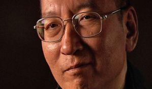 Pepeo preminulog kineskog disidenta i Nobelovca posut po moru