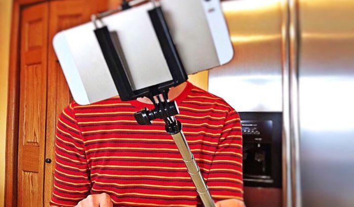 Milano zabranio upotrebu selfi štapova