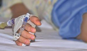 Deci oboleloj od raka umesto hemoterapije davali vodu