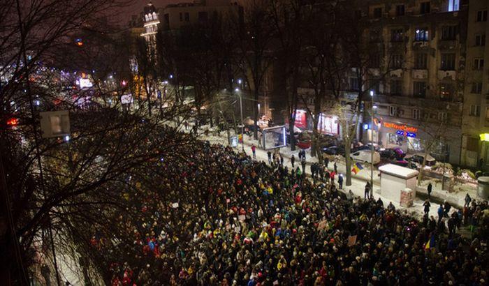 FOTO, VIDEO: 10.000 Rumuna na ulicama protestuje protiv amnestije zatvorenika