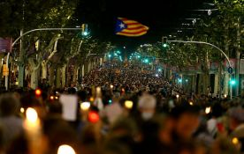 VIDEO: Više od 200.000 ljudi protestovalo na ulicama Barselone