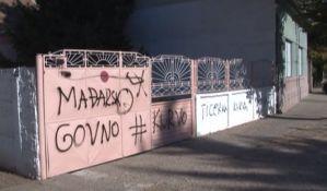 VIDEO: Grafiti mržnje na porodičnoj kući u Zrenjaninu