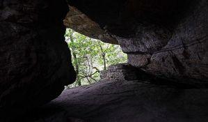 U toku potraga za 12 zarobljenih dečaka i trenerom u pećini na Tajlandu