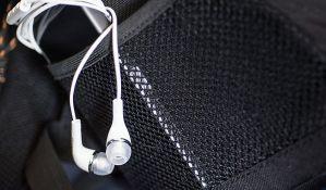 Deca koja slušaju muziku preko telefona i uz slušalice rizikuju gubitak sluha